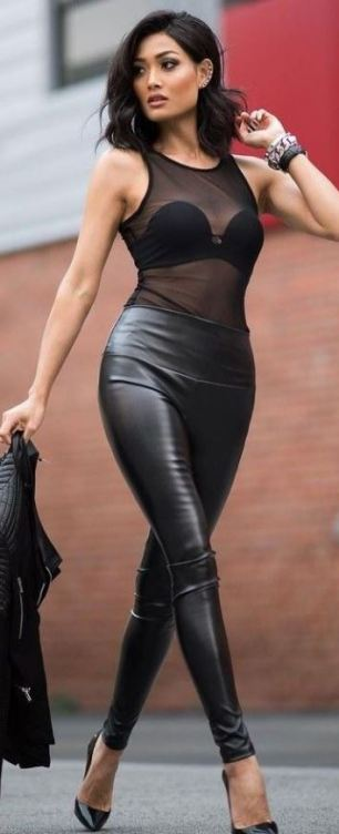 This leather leggings outfit is super sexy for going out at night!
