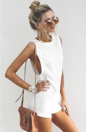 I love this cute spring break cross body bag outfit!