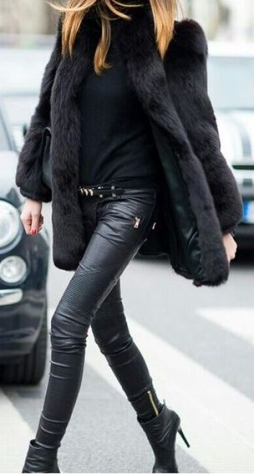 This leather leggings outfit with the fur coat is so cute for fall or winter!