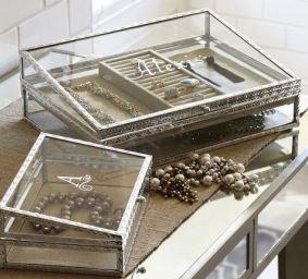 This monogram jewelry box is so cute!