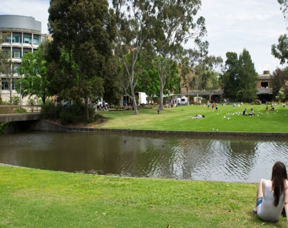 These are the top reasons why I chose to go to La Trobe University! From the amazing library to the great places to eat, it's the best!