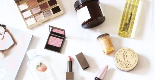 These beauty hacks for lazy girls are amazing! Putting on makeup will become so much easier with these simple DIY tips and tricks.