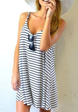 This spring break outfit or summer outfit is super cute!