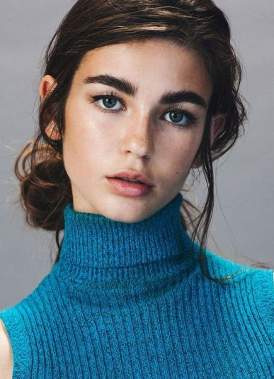 Bold eyebrows are among the top makeup trends for 2017!