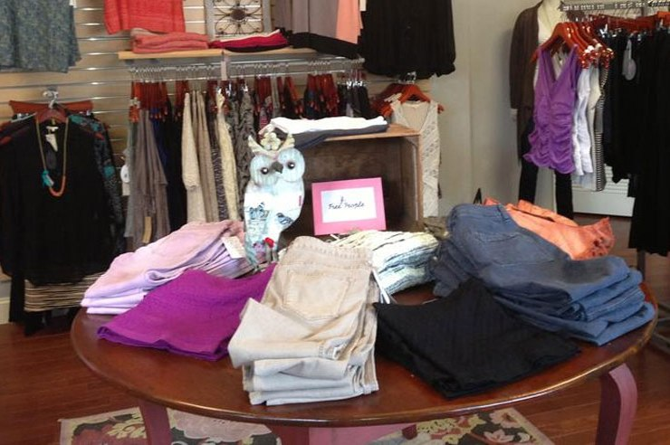 Are you looking for the best places to shop around UNH? From cute boutiques, to shops for accessories and active wear, there are plenty of shops around campus.