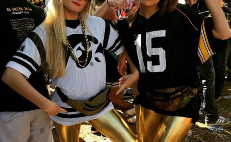These are some cute and adorable gameday outfits at University of Iowa! If you're tailgating for a UI game, you need these cute tailgating outfits!