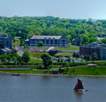 15 famous alumni from Marist College including Bill O' Reilly Jon Gabrus and Ian O' Connor that have become super successful since they graduated.