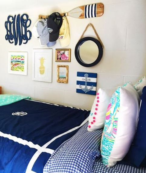 Having a nautical theme is perfect for preppy dorm rooms!