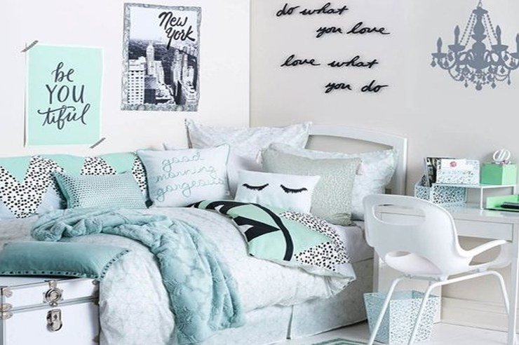 Switching up your boring dorm room decor is easy and fun! We have the best tips to revamp your dorm room from DIY decor to affordable and cute accessories!