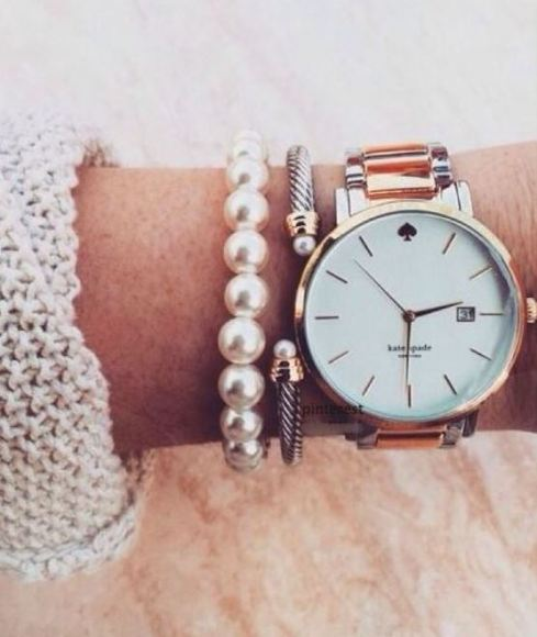 Pearl bracelets are the perfect accessory for ways to look like a million bucks!