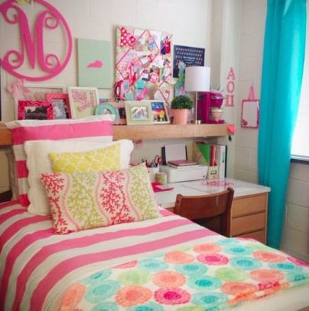 Bright colors are perfect in preppy dorm rooms!