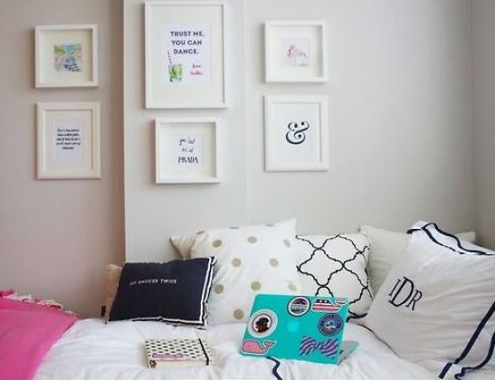 Simple wall art looks super cute in preppy dorm rooms!