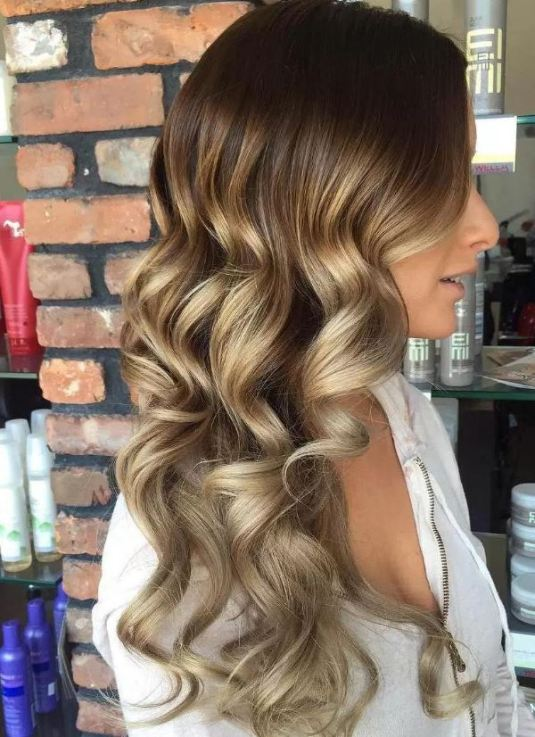 Golden colors are perfect for brunette ombre hairstyles!