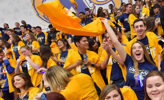 10 Cute Gameday Outfits at Kent State University - Society19 1fcdf449d