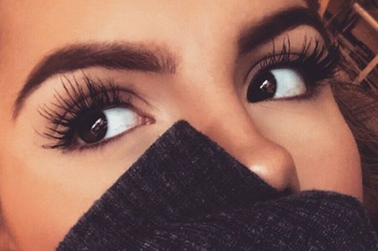 These 19 cheap drugstore mascaras under $10 are some of the best and are great if you are on a budget! They can be found at your local drugstore or online.