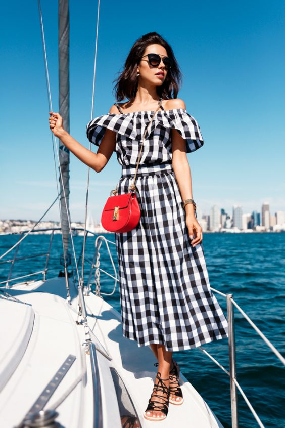 You'll definitely want to copy this summertime gingham outfit!