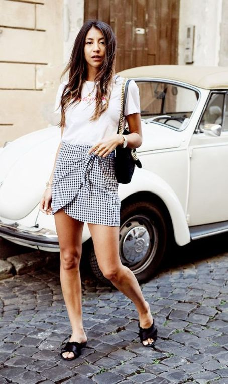 You'll definitely want to copy this effortlessly chic gingham outfit!