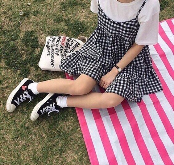 You'll definitely want to copy this hipster gingham outfit!