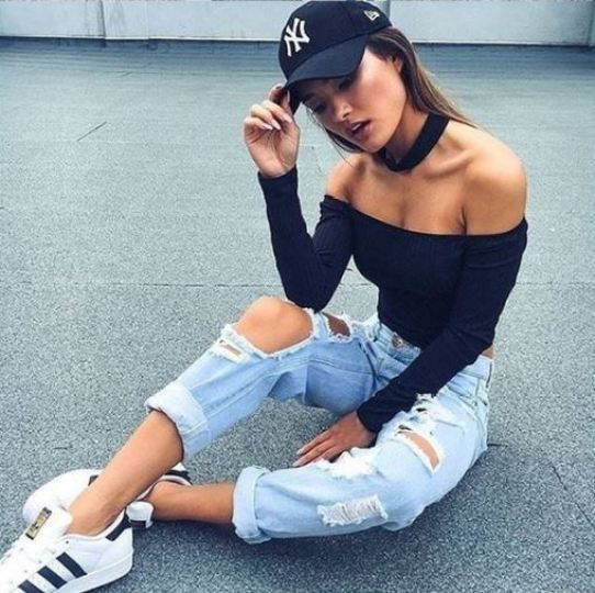 Here's how to recreate this sporty chic hip-hop concert outfit!