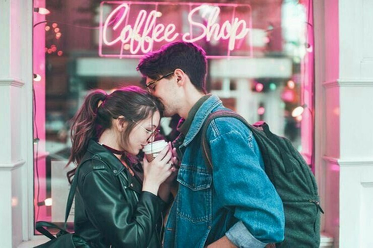 Whether you are the adventurous type or are looking for something romantic, here are the 15 best date ideas near Metropolitan State University!