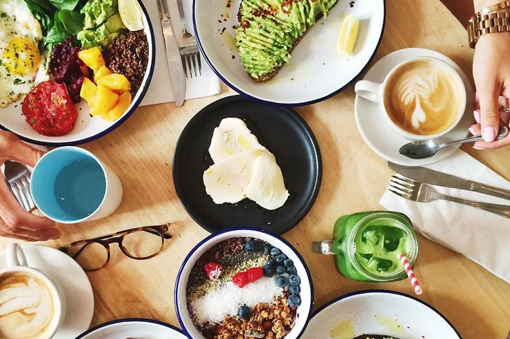 Foodies you need to go eat in Manhattan at these places. They are the best places to eat in Manhattan and are instaworthy spots to eat in NYC.