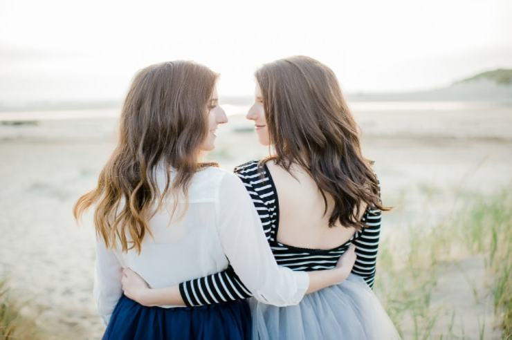 There are so many signs you grew up with a sister. From the matching outfits to having an instant best friend, you'll want to call your sister after reading!