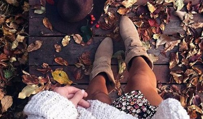 It's finally sweater weather and time to bring out the fall outfits. Here are 10 trendy and cute fall outfit ideas for school!