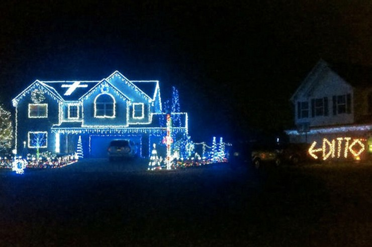 Some people really love to take their Christmas decorating to the next level. Here are 15 ridiculous and funny Christmas lights!