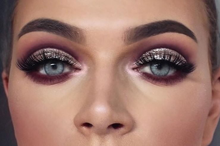Cut Crease makeup can be pretty hard to nail the first time. If you're trying to create the cut crease eyeshadow look, this tutorial will help you out!