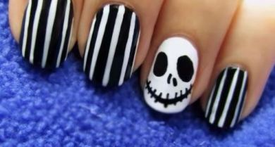 This Jack design is a great Halloween nail art design.