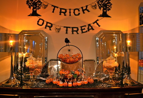 Are you throwing a Halloween party, but not sure where to start? Check out these 25 Halloween party ideas to get you started!