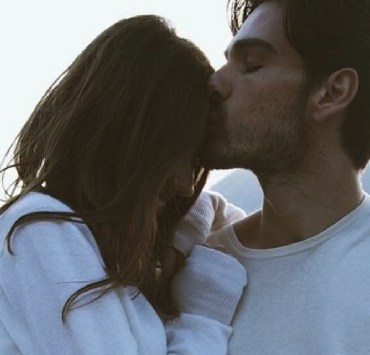 It's the little things that go a long way when it comes to relationships. Here are 15 things girls love that are super easy to do to make your gf happy!