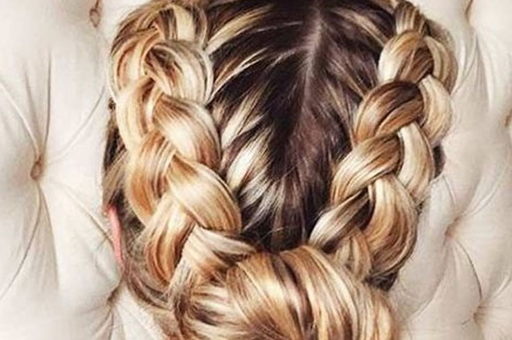 If you haven't decided what to do with your hair yet, don't fret! Check out these 20 New Years Eve hairstyles that are perfect for any NYE party.