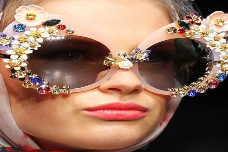 Pulling off diamond glasses frames; definitely an interesting topic. Dolce and Gabbana did sport this look back during SFW 2016; diamond glasses frame looks