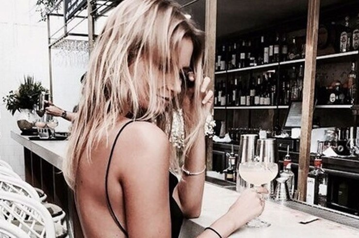 There are plenty of dos and don'ts to asking for her number. Read up on how to ask for a girls number at the bar without getting immediately rejected.