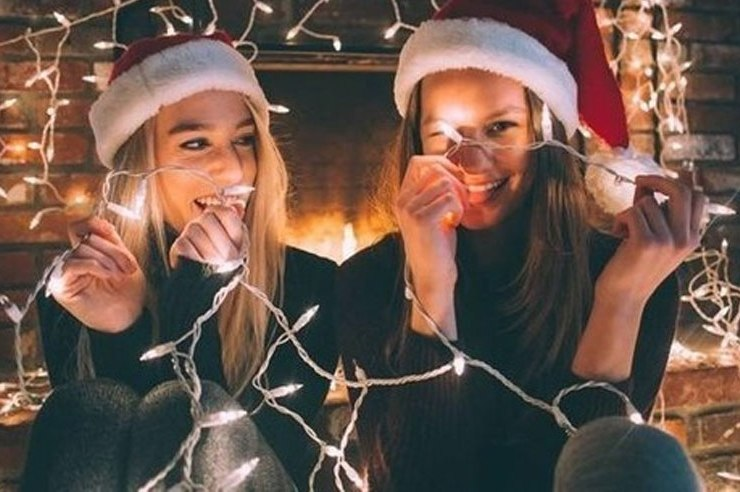 Buying gifts as a college student is hard when you're broke. Here are some cute and cheap holiday gift ideas and gifts for parents, siblings or friends!