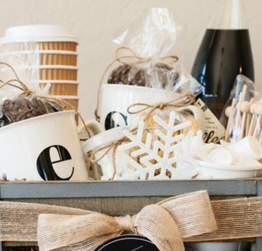 Here's the best Christmas gift ideas for coworkers under $5 that you need to know about! Both men and women will enjoy these cool gifts, and they're cheap!