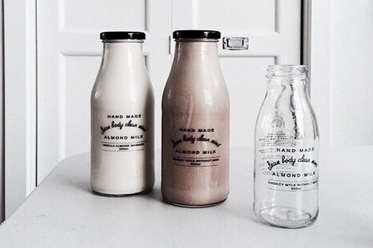 The benefits of giving up dairy are insane. Here is what happens when you give up dairy and start a dairy-free diet. These dairy-free diet tips are useful!