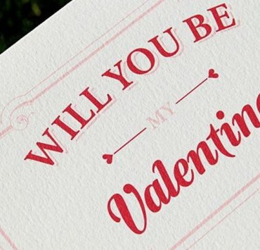 These huge Valentine's Day cards make the best ideas for your boyfriend or girlfriend. They are funny, big, and cheap too! A perfect gift for him or her!
