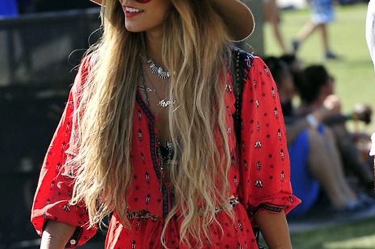 Festival season is fast approaching! If you're curious about what festival attire to wear, take these celebrity festival looks as inspiration!