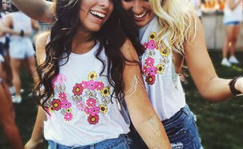 If you're in college and are about to go through the sorority recruitment process, then here's some tips on what you can expect from outfits, questions, conversations and more!