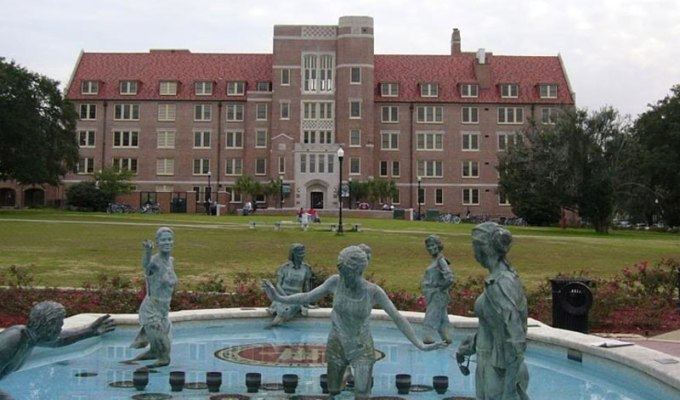 Some of the dorms at Florida State are brand new and full of nice little luxuries that make you feel like you're at home…and others, not so much. Here's the ultimate ranking of freshman dorms at Florida State University from best to worst!