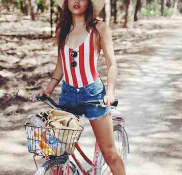 These cute fourth of July outfits are perfect to wear on a warm summer night. There's nothing better than representing America with an American flag top, dress, or shorts! This fourth of July attire is perfect for all women come independence day!