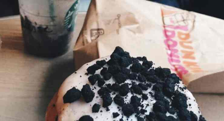 When it comes to Starbucks vs Dunkin Donuts coffee and food, people defintely have a loyalty towards one or the other. Some prefer Dunkin's coffee and some prefer Starbucks and there are different reasons why! Here are the pros and cons of each.