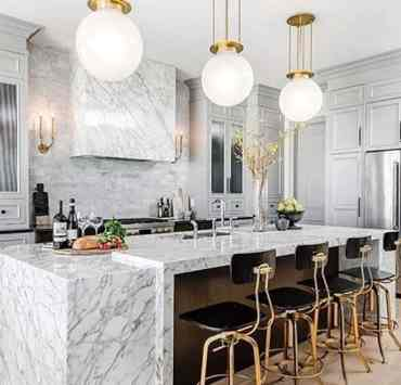 Are you trying to find inspiration on how to style and design your kitchen? Pinterest kitchens give us major design ideas for just about any room in our home, but the kitchens take it to another level. Check out the inspiring Pinterest kitchens that really hit the mark!