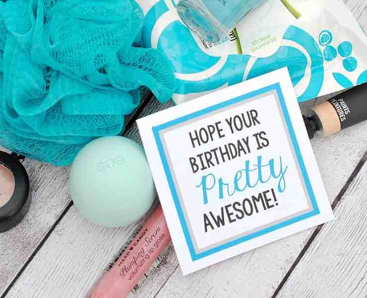 We all know a person who loves their makeup and beauty! There are the best birthday gifts for makeup lovers that range from all sorts of cosmetic items! Grab your gifts in sets, or on their own - either way, these are the best ideas!