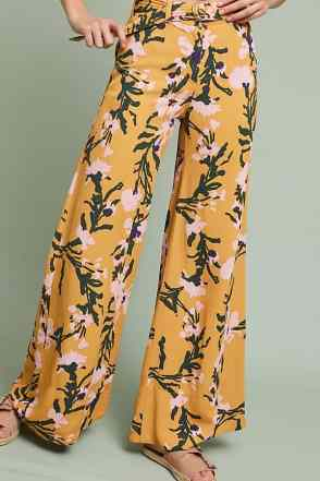 Here are 15 hippie outfits you NEED to copy! We love these floral pants!
