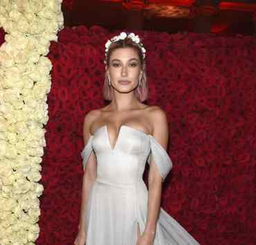 Hailey Baldwin style is definitely one of the celeb looks we strive for. We've gathered her best looks over the years from festivals to events to photo shoots. Check out her greatest and trendiest styles!