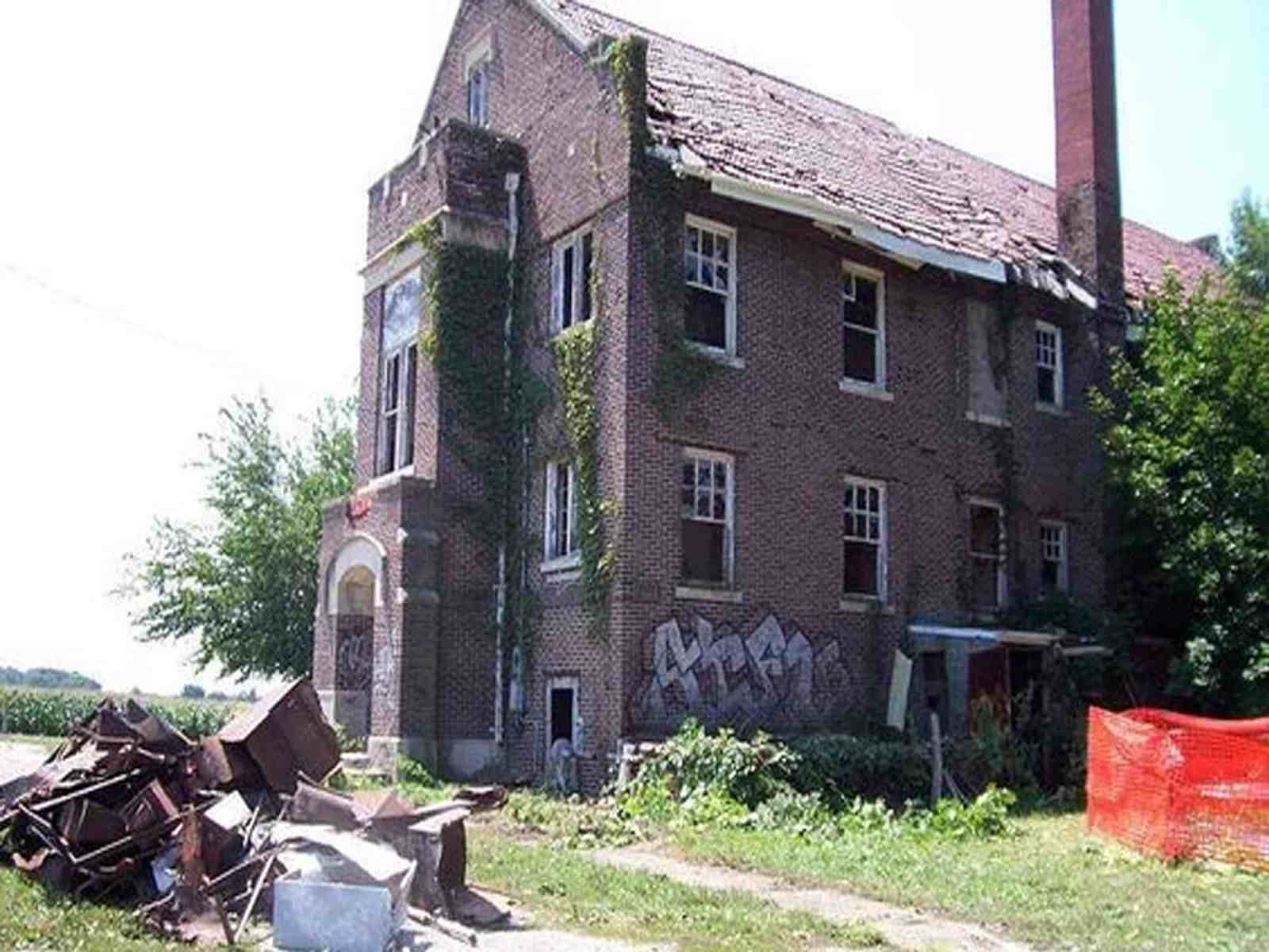 """Anyone from Illinois knows of at least one """"haunted"""" place; it's basically a must. From graveyards to hotels, Illinois is home to some of the absolute spookiest places around the state. Here are the 10 most haunted places in Illinois you need to visit...if you dare."""