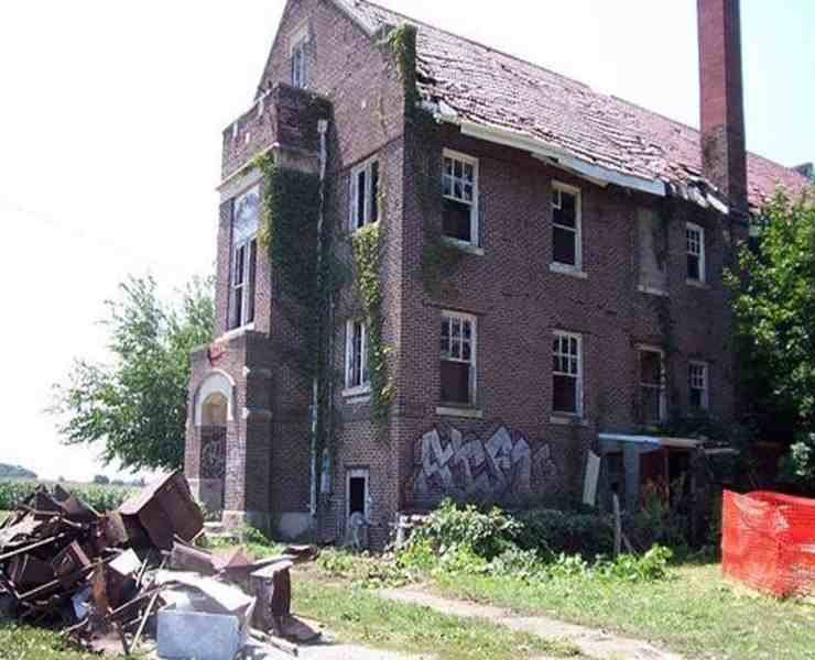 "Anyone from Illinois knows of at least one ""haunted"" place; it's basically a must. From graveyards to hotels, Illinois is home to some of the absolute spookiest places around the state. Here are the 10 most haunted places in Illinois you need to visit...if you dare."